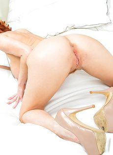 Стройная рыжая бестия продемонстрировала прекрасное тело - фото #14