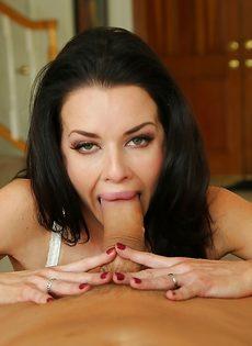 Сексуальная дама Veronica Avluv радует парня глубокой глоткой - фото #5