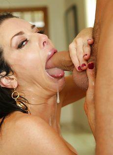 Сексуальная дама Veronica Avluv радует парня глубокой глоткой - фото #14