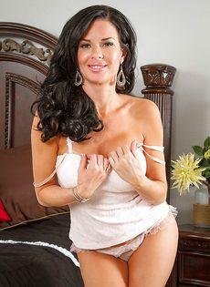 Очередная эротическая фото сессия от зрелой брюнетки - фото #4