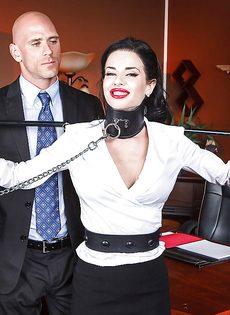 Секретарша с глубокой глоткой ласкает пенис лысого начальника - фото #4