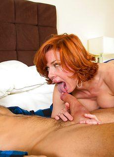 Рыжая женщина качественно полирует крепкий пенис - фото #9