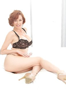 Горячие дырки привлекательной зрелой дамочки Вероники - фото #