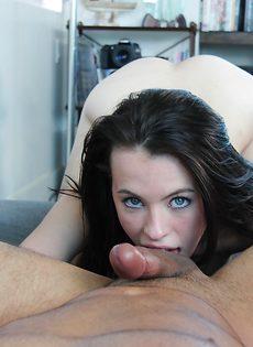 Залил лицо молоденькой девушки горячей спермой - фото #12