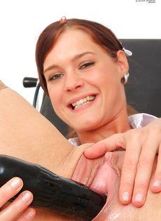 Горячая медсестра немножко развлеклась в больничной палате - фото #12
