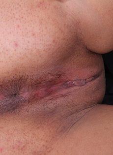 Пышная зрелая стерва выставляет напоказ интимные зоны - фото #14