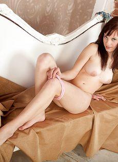 Студентка хвастается небритой вагинальной дырочкой - фото #8