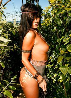 Очень красивые и откровенные фотографии молоденькой сучки - фото #6