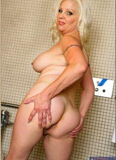 Жирная женщина выбрала не лучшее место для фото сессии - фото #16