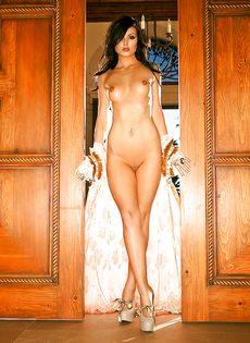 Фигуристая телка Veronica LaVery позирует для мужского журнала - фото #10