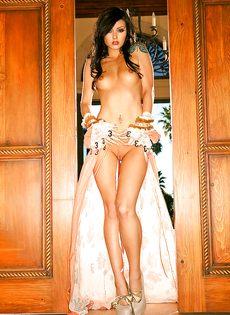 Фигуристая телка Veronica LaVery позирует для мужского журнала - фото #