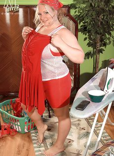 Откровенная фото сессия жирной белобрысой женщины - фото #1
