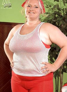 Откровенная фото сессия жирной белобрысой женщины - фото #3