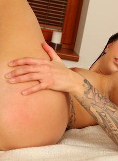Любительская мастурбация молоденькой стройной красавицы - фото #9