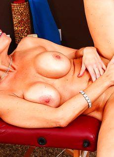 Удовлетворенное половое сношение с большегрудой женщиной - фото #14