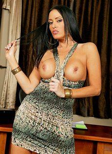 Джонни Синс занимается сексом с обворожительной женушкой - фото #1
