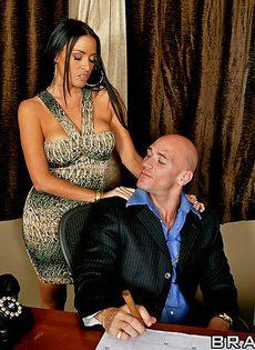 Джонни Синс занимается сексом с обворожительной женушкой - фото #4