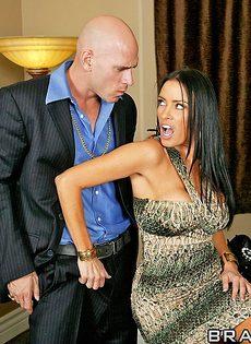 Джонни Синс занимается сексом с обворожительной женушкой - фото #5