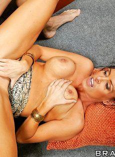Джонни Синс занимается сексом с обворожительной женушкой - фото #15