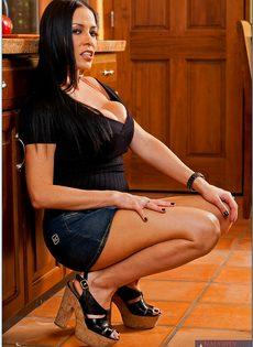 Ухоженная домохозяйка Vanilla Deville прикупила шикарное белье - фото #2