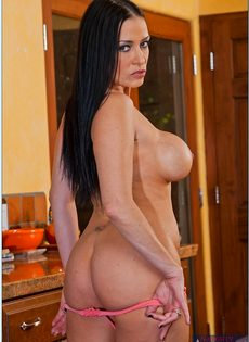 Ухоженная домохозяйка Vanilla Deville прикупила шикарное белье - фото #10