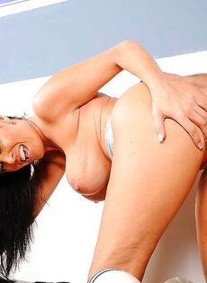 Рефери засадил большой пенис в сексапильную брюнетку - фото #12