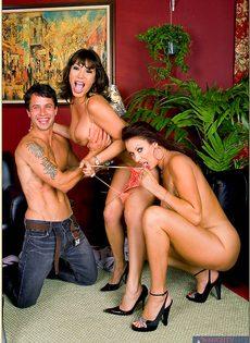 Горячие подружки в возрасте раскрутили пацана на страстный секс - фото #6