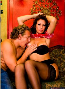 После горячего совокупления угощает женщину свежей спермой - фото #4