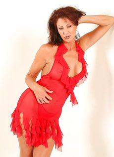 Эротические фотографии зрелой раскрепощенной тетки Vanessa Videl - фото #2