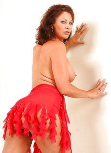 Эротические фотографии зрелой раскрепощенной тетки Vanessa Videl - фото #12
