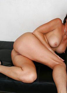 Горячая женщина соскучилась по сексуальному удовлетворению - фото #16