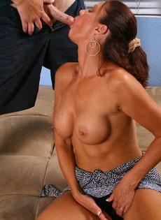 После оральных ласк отодрал немолодую сучку в бритую киску - фото #4