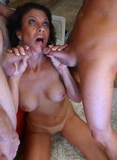 Крикливая женщина пробует двойное проникновение впервые в жизни - фото #14