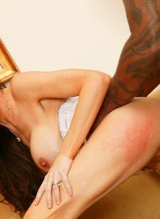 Межрасовый трах горячей мамочки в анальное отверстие - фото #2