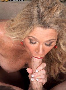 После анального секса старушка наглоталась спермы - фото #4