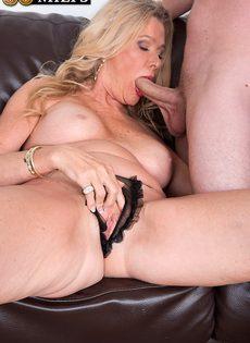 После анального секса старушка наглоталась спермы - фото #6