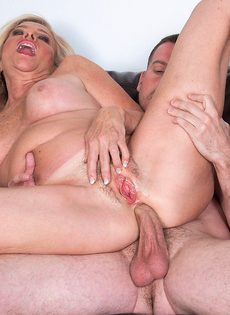 После анального секса старушка наглоталась спермы - фото #15