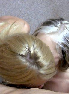 Горячие блондинки удовлетворили общего знакомого - фото #8