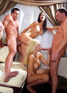 Голливудское секс шоу с начинающими порнозвездами - фото #15