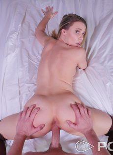 Красотка в чулках перепихнулась и насладилась спермой партнера - фото #10