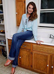 Очаровательная девица в красивом нижнем белье - фото #2