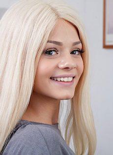 Американская студентка и ее очень красивая киска - фото #3