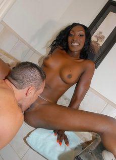 Чернокожая Jaydan Rose подставляет большую задницу для спермы после секса в ванной - фото #3
