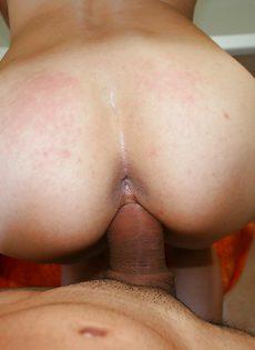 Домашний трах плоскогрудой худышки в мокрую вагину - фото #2
