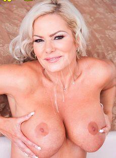 Паренек постарался и довел до яркого оргазма аппетитную зрелую бабу - фото #16