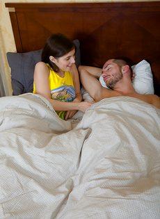 Утренний минет от молодой потаскушки и сперма в рот - фото #4