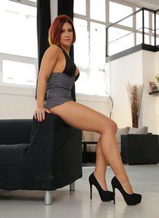 Кейти Фукдолл щеголяет сочной задницей в черных стрингах - фото #2