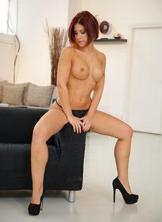 Кейти Фукдолл щеголяет сочной задницей в черных стрингах - фото #12
