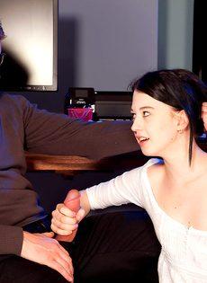 Тоненькая студентка соблазнила репетитора на половое сношение - фото #5
