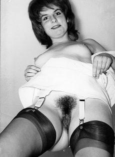 Эротические ретро фото бабенки с волосатой вагинальной дыркой - фото #6